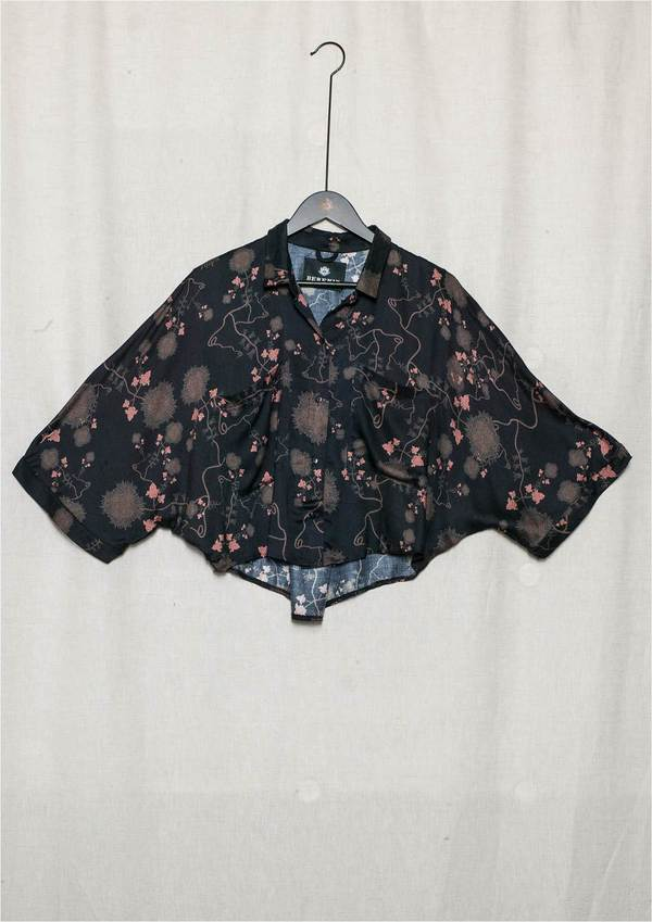 Berenik Wide Sleeves Rayon Short Blouse - Black/Rust