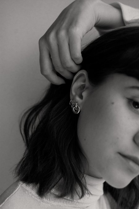 Alta Ora Small O Curve Earrings - Silver