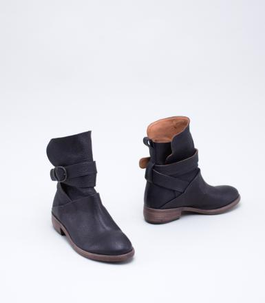 P. Monjo P-831 Boot