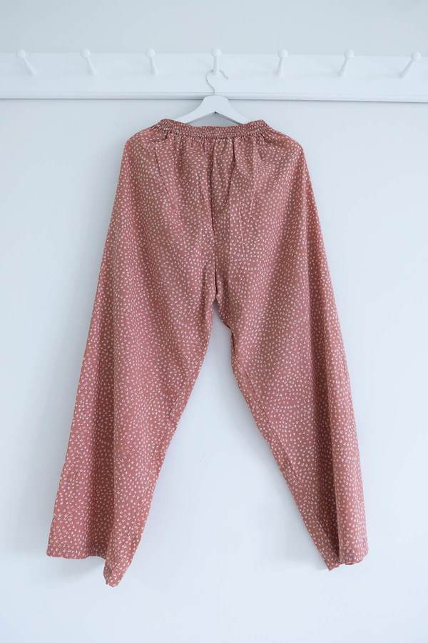 Karu Scrub Pants - Dusty Pink Clay Print