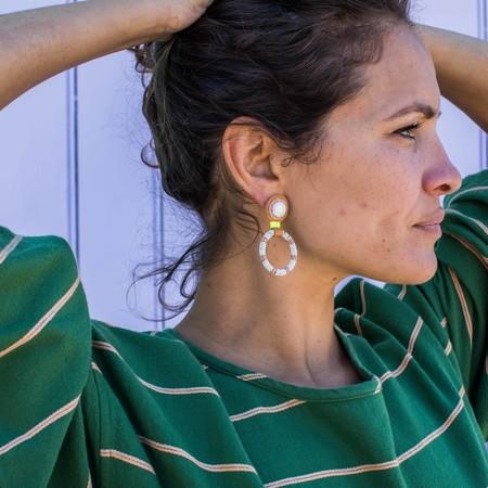 Robin Mollicone Small Beaded Hoop earrings - Lemon Chrysophrase/Pink stripe