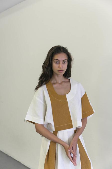 NANCY STELLA SOTO SLSS SHIRT - BROWN/WHITE