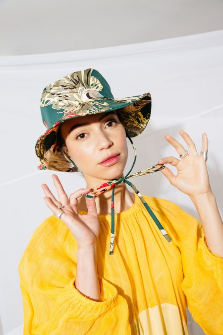 Nikki Chasin BUCKET HAT - TROPICAL PRINT