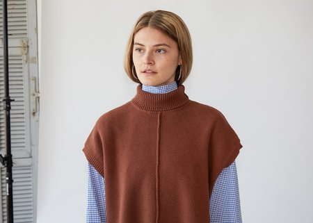Nomia Sleeveless Seam Turtleneck - Nutmeg