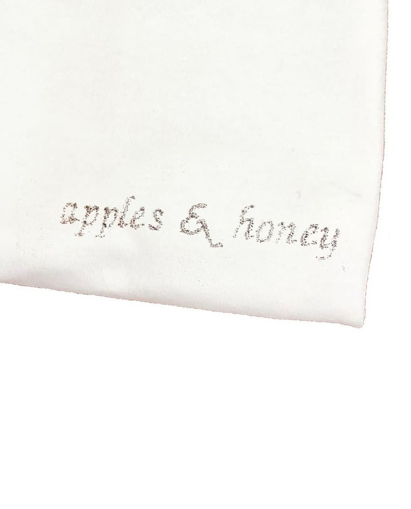 Unisex House of 950 apples & honey tee shirt