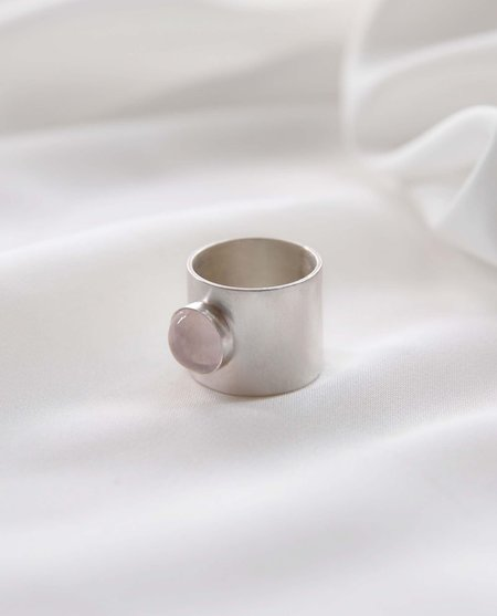 beaumont organic Recycled silver ring with rose quartz stone