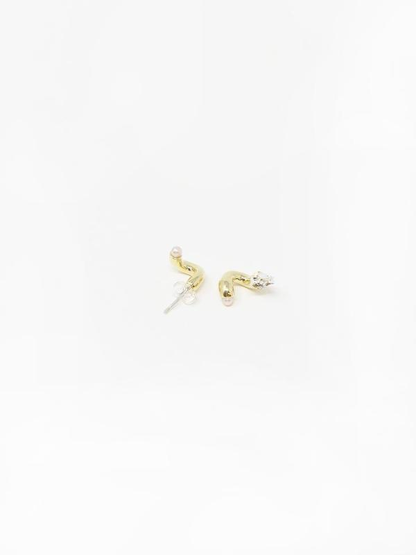 Quarry Gir Earrings - brass