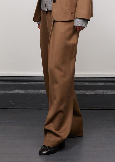 Caramel Pleat Trouser - Deep Taupe