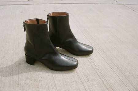 About Arianne Leo boot