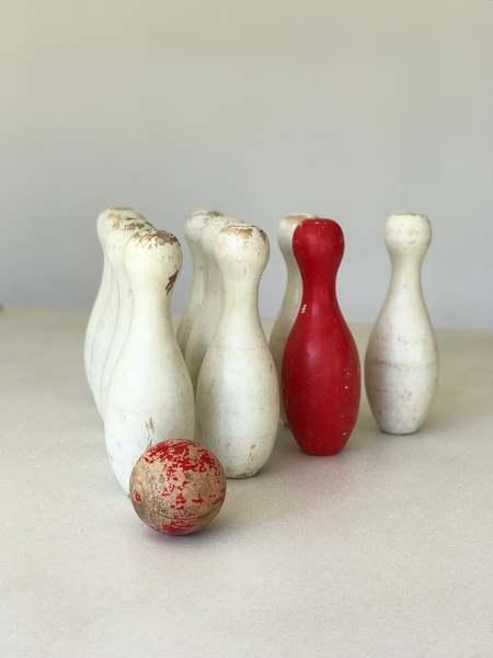 Vintage set of wooden skittles - Red/White