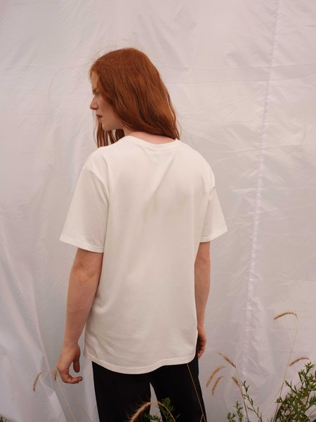 Odeyalo Alma Basic Tee - White
