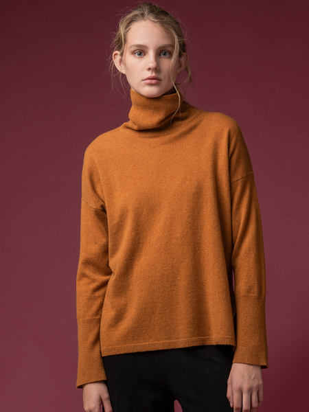 PURE CASHMERE NYC Turtleneck Loose Fit Tunic - Dust Gold