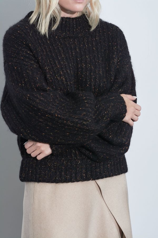 SOH Mira Hand Knit Pullover - Anthracite on Garmentory