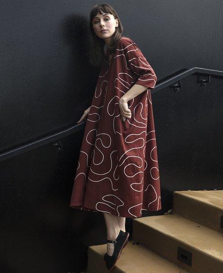 Ali Golden KIMONO DRESS W/ POCKETS - WINE SQUIGGLE