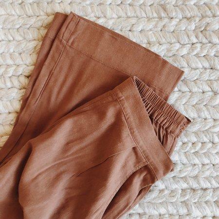 Me & Arrow Pleated Linen Pants - Brown