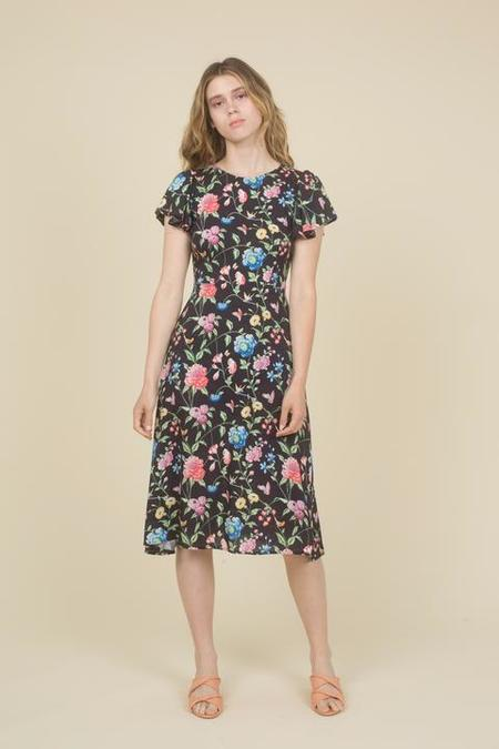 Samantha Pleet Honor Dress - Black Wallpaper