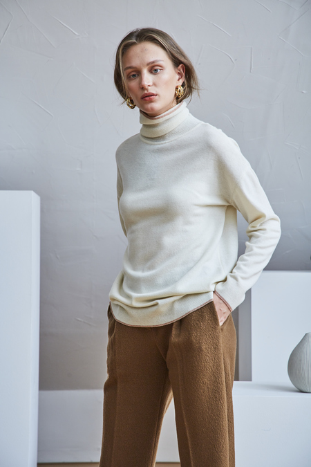 Maison De Ines ROSEGOLD LINE ROLL-NECK SWEATER - Ivory