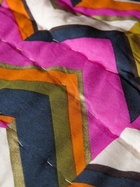 Kids erica tanov hand-stitched baby quilt - zig zag