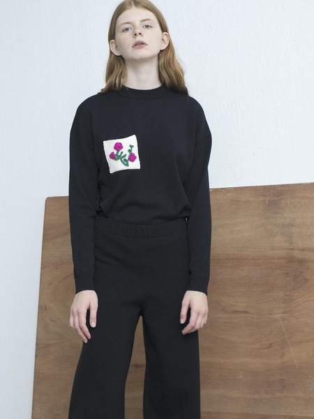 MOONHEE Pocket Flower Pullover - Black