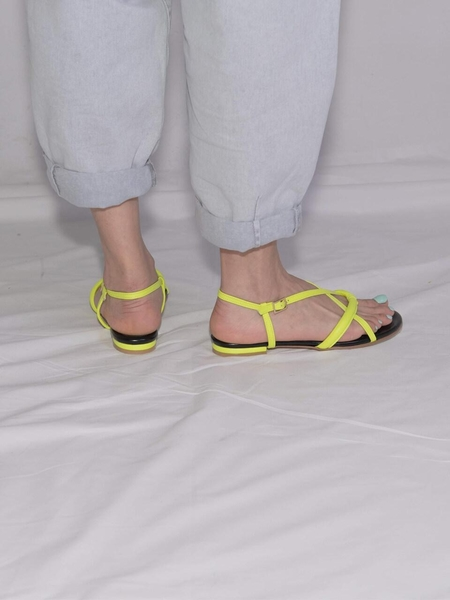 Ditole Hot Poppy Tong Sandals - Neon Yellow
