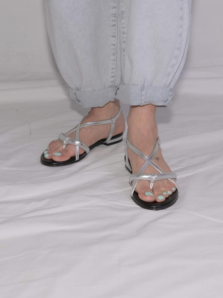 Ditole Hot Poppy Tong Sandals - Neon Silver
