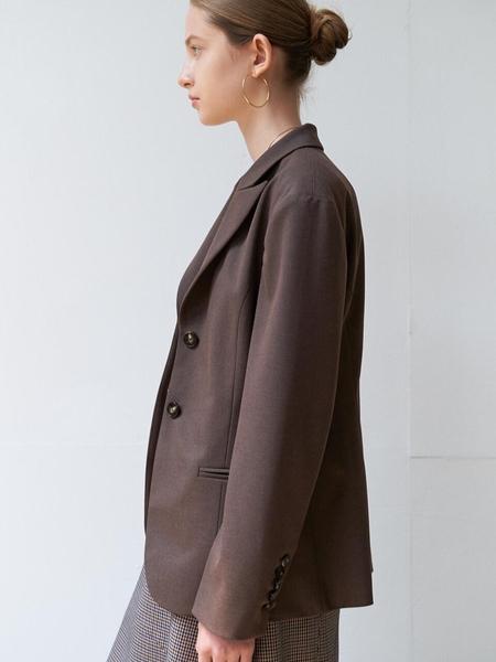 DIAGONAL Tuck Silhouette Jacket - Brown