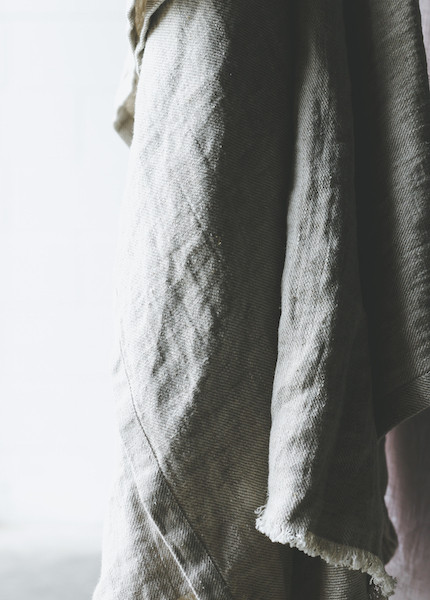 Le Fil Rouge  Linen Throw - Twill Weave