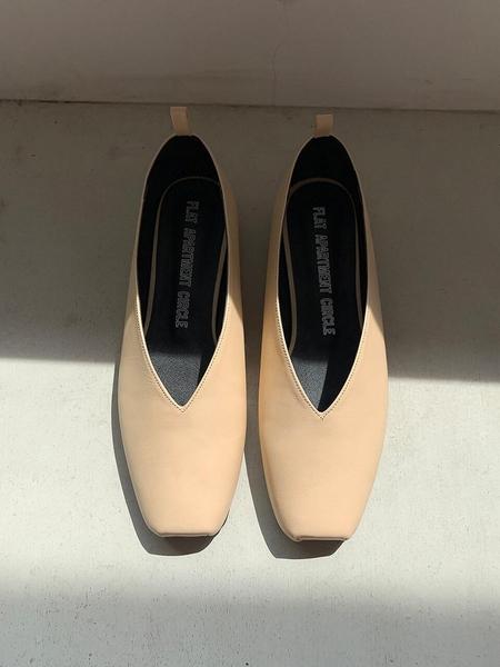 FLAT APARTMENT CIRCLE Ballet Flats - Cream