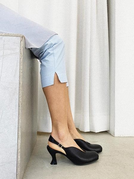FLAT APARTMENT CIRCLE Almond Heel Slingbacks - Black