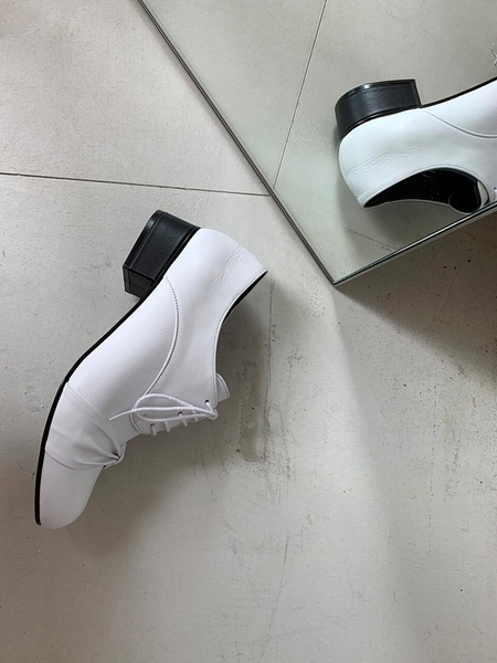 FLAT APARTMENT CIRCLE Ribbon Oxford Shoes - White
