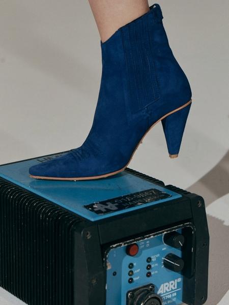 Reike Nen Pointed Chelsea Slim Boots - Cobalt Blue
