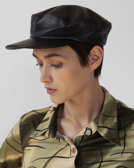 Clyde Lambskin Acton Hat - Black
