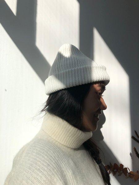 ODEYALO TUQUE NINI - white