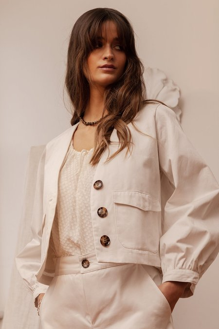 BEFORE MARCH Greta crop jacket - white