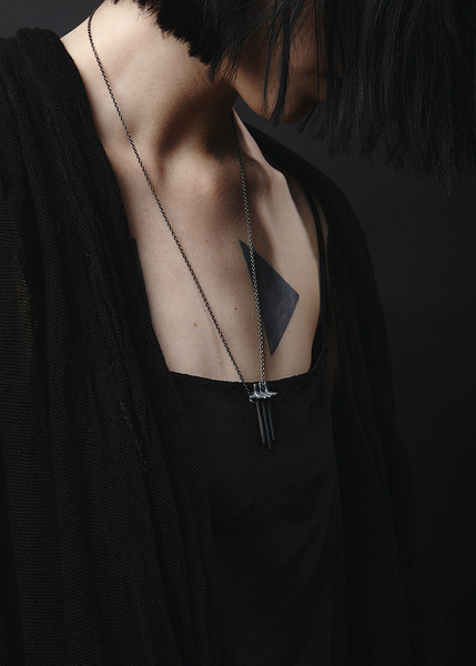 Elaine Ho - Brutaliste Triplex pendant