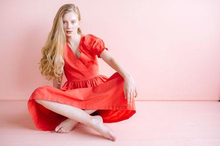 Lisa Says Gah Linen Midi Dress - Tomato