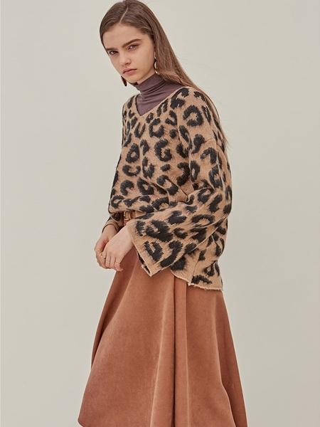 YAN13 Leo Classic Sweater - Beige