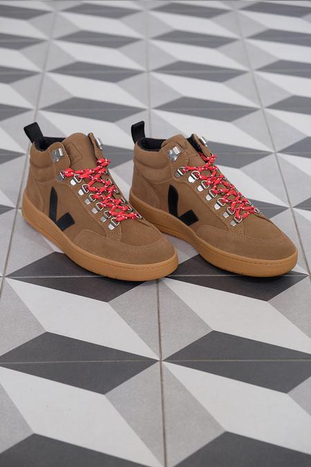 VEJA Roraima Suede Sneaker - brown