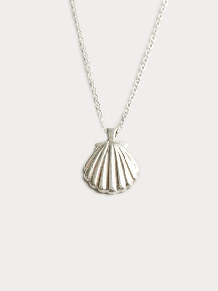 WOLF CIRCUS SHELL PENDANT NECKLACE - STERLING SILVER