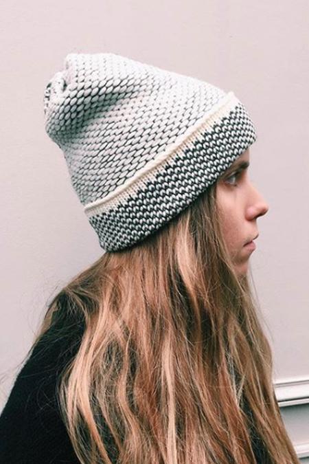 Kordal Seed Stitch Hat - Cream/Dark Grey