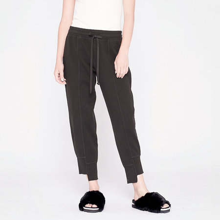 Wilt shifted seam crop sweat pant - black