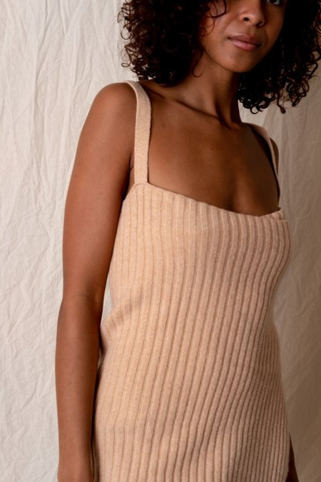 Baserange MARU APRON DRESS - soft beige