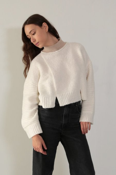 DAĒZA CROPPED PANEL SWEATER - CLOUD