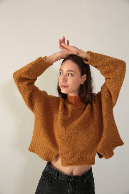 DAĒZA CROPPED PANEL SWEATER - CURRY
