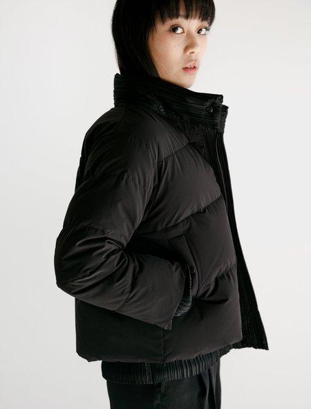 Pleats Please Reversible Pleats Down Jacket - Black