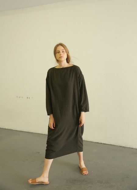 BLACK CRANE EASY DRESS - DARK GREY