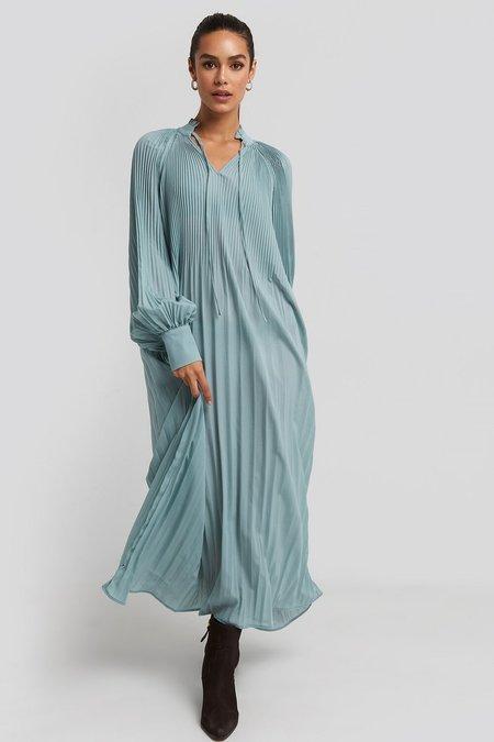 NA-KD Pleated Maxi Dress