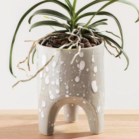 Angus & Celeste Arched Leg Planter - Grey Speckle