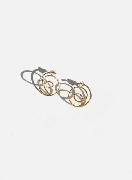 Knuckle Kiss Tangle Earrings - Brass