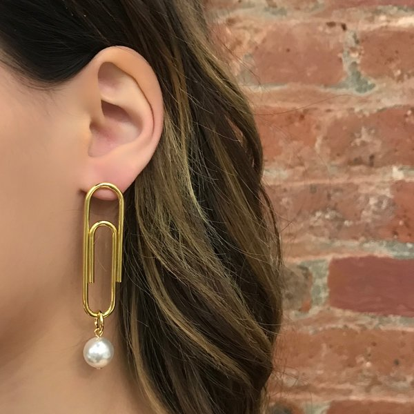 Joomi Lim Asymmetrical Pearl & Giant Paperclip Earrings - Gold/White